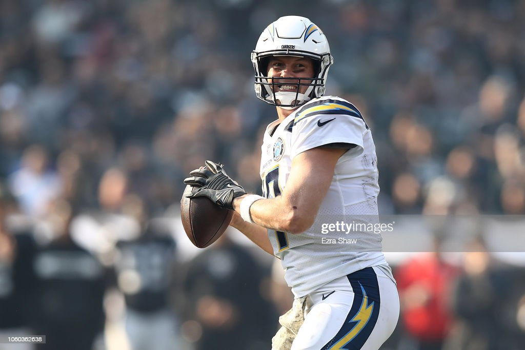Los Angeles Chargers v Oakland Raiders : News Photo
