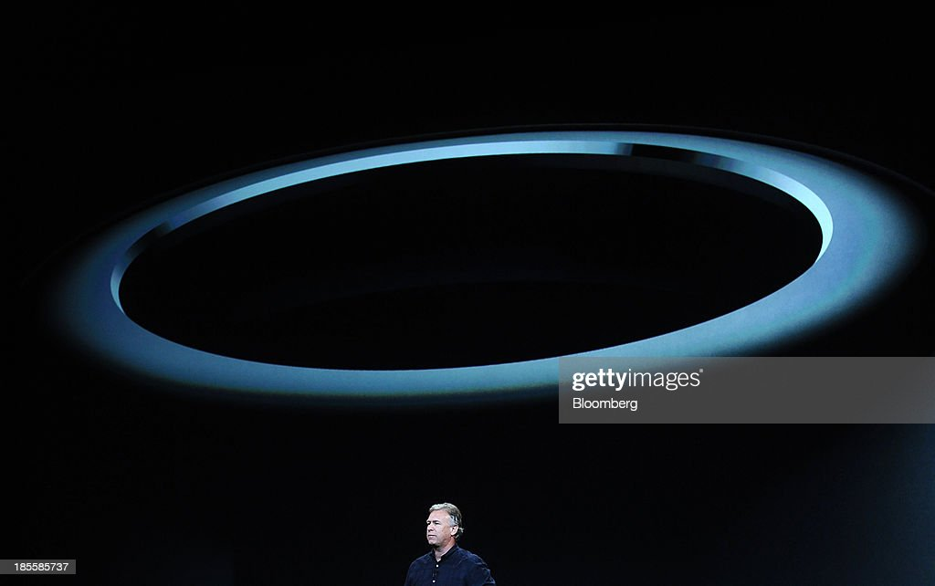 Philip Schiller, senior vice president of worldwide marketing at Apple Inc., unveils the new Mac Pro computer during a press event at the Yerba Buena Center in San Francisco, California, U.S., on Tuesday, Oct. 22, 2013. Apple Inc. introduced new iPads in time for holiday shoppers, as it battles to stay ahead of rivals in the increasingly crowded market for tablet computers. Photographer: Noah Berger/Bloomberg via Getty Images