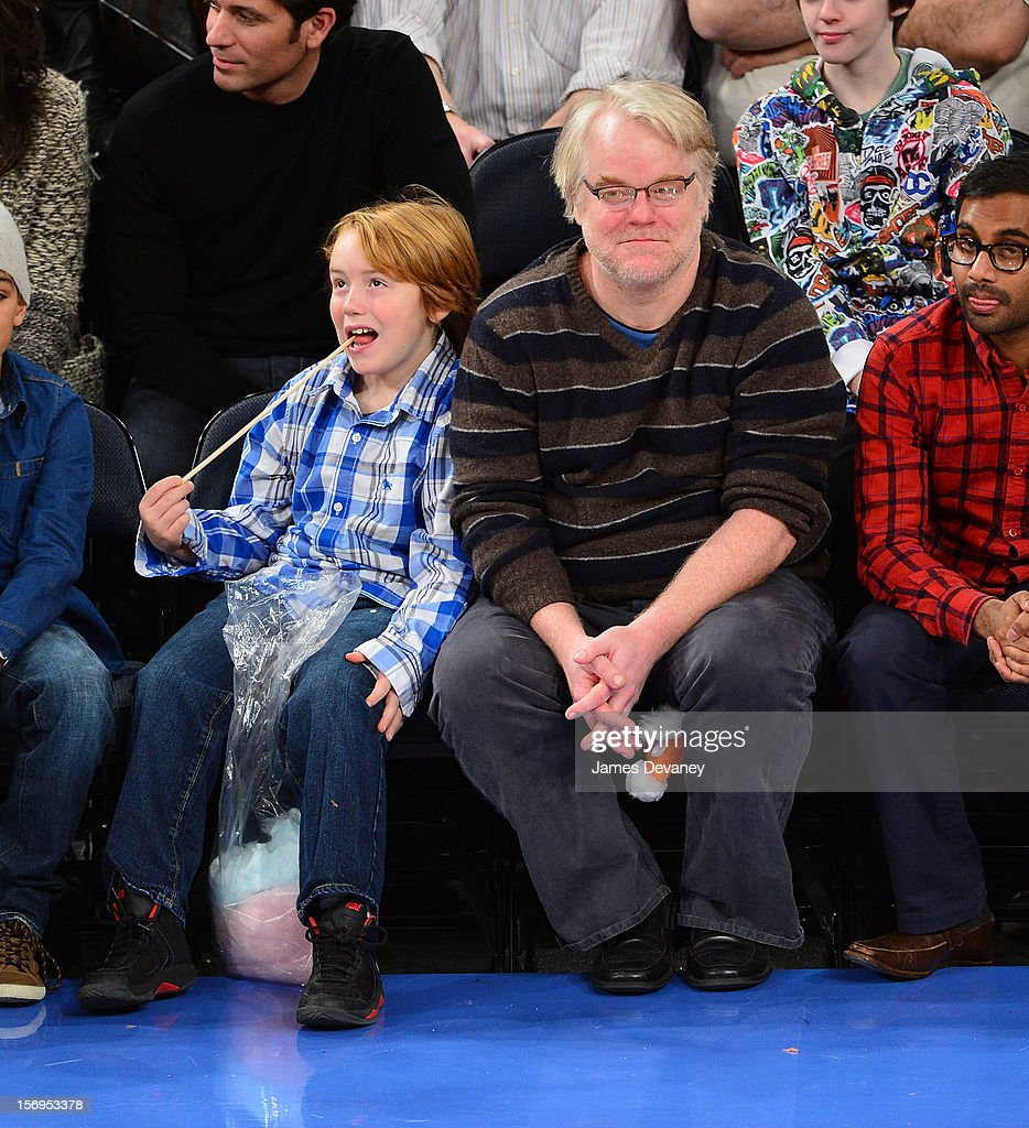 Philip Seymour Hoffman and son Cooper Alexander Hoffman (L) attend the Detroit Pistons vs New York Knicks game at Madison Square Garden on November 25, 2012 in New York City.