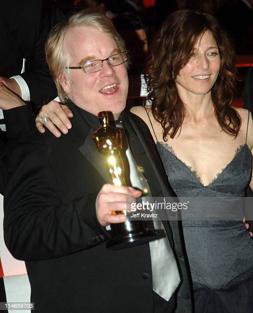 """Philip Seymour Hoffman, winner Best Actor in a Leading Role for """"Capote"""", and Catherine Keener, nominee Best Actress in a Supporting Role for """"Capote"""""""
