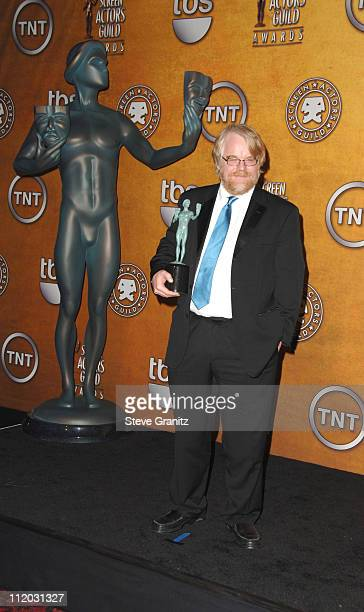 Philip Seymour Hoffman winner of Outstanding Performance by a Male Actor in a Leading Role for Capote 10613_sg832jpg