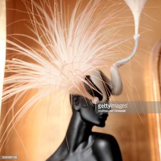 philip treacy, milliner - haute couture stock-fotos und bilder