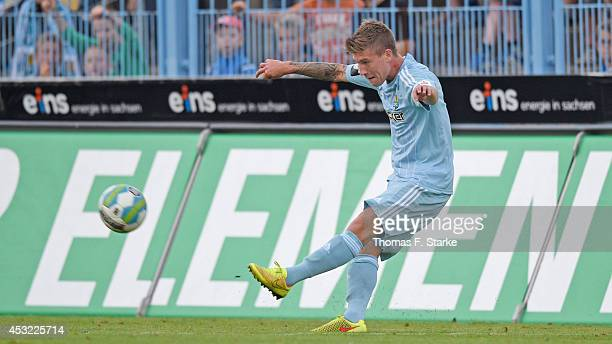 Philip Tuerpitz of Chemnitz kicks the ball during the Third League match between Chemnitzer FC and Arminia Bielefeld at Stadium an der Gellertstrasse...