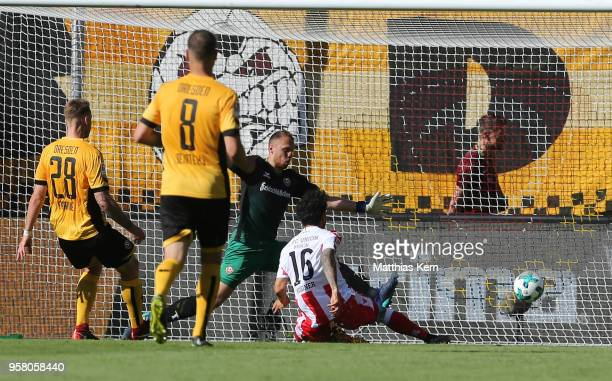Philipp Hosiner of Berlin scores the first goal during the Second Bundesliga match between SG Dynamo Dresden and 1FC Union Berlin at DDVStadion on...