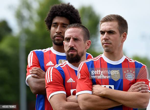 Philipp Lahm of Muenchen Franck Ribery of Muenchen and Dante of Muenchen pose for a photo during the FC Bayern Muenchen Team Presentation at Saebener...