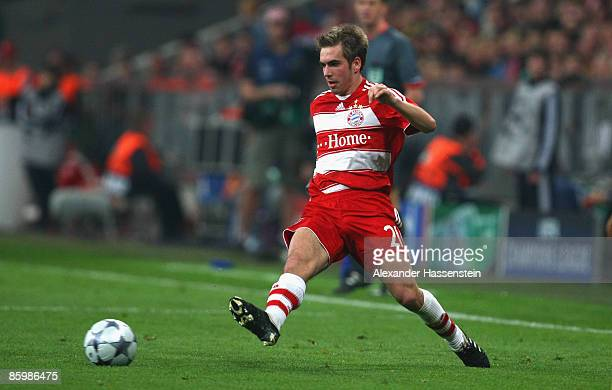 Philipp Lahm of Muenchen runs with the ball during the UEFA Champions League Quarter Final second leg match between FC Bayern Muenchen and FC...