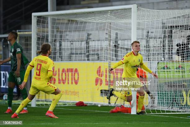 Philipp Lienhart of SC Freiburg celebrates after scoring their side's second goal during the Bundesliga match between Sport-Club Freiburg and FC...
