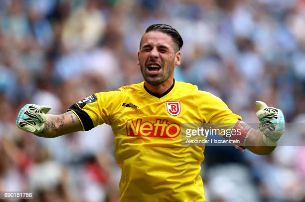 Philipp Pentke goalkeeper of Jahn Regensburg celebrate the 2nd goal during the Second Bundesliga Playoff second leg match betweenTSV 1860 Muenchen...