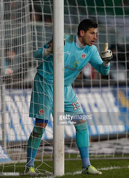 Philipp Tschauner of St Pauli gestures during the Second Bundesliga match between 1 FC St Pauli and FSV Frankfurt 1899 at Millerntor Stadium on...