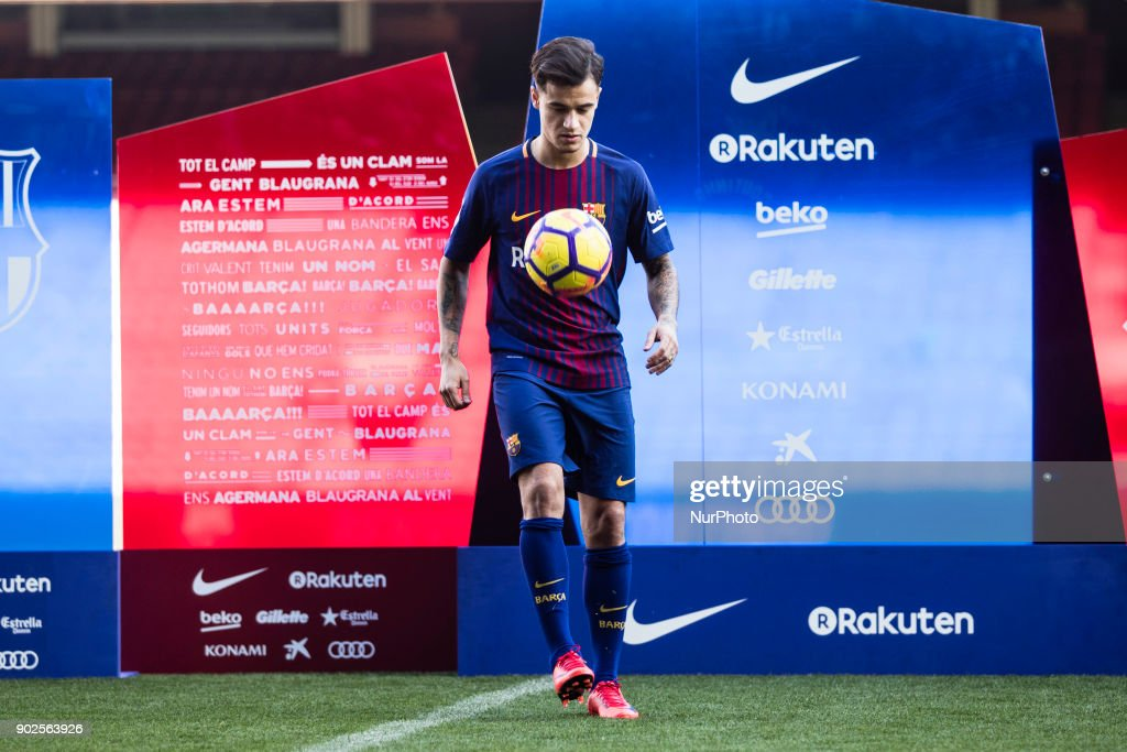 New Barcelona Signing Philippe Coutinho Unveiled : ニュース写真