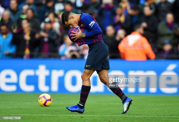 Philippe Coutinho of Barcelona celebrates scoring his sides first goal during the La Liga match between FC Barcelona and Real Madrid CF at Camp Nou...