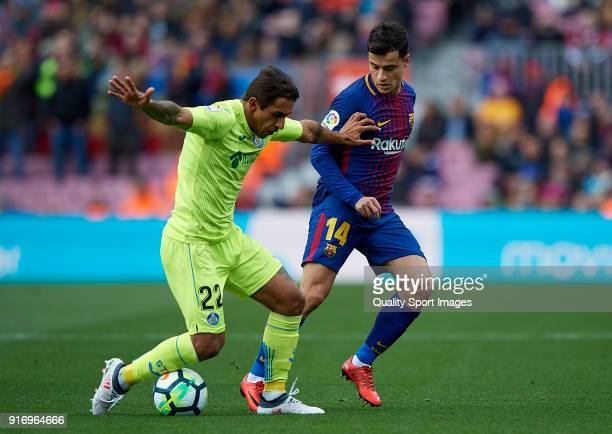 Philippe Coutinho of Barcelona competes for the ball with Damian Suarez of Getafe during the La Liga match between Barcelona and Getafe at Camp Nou...