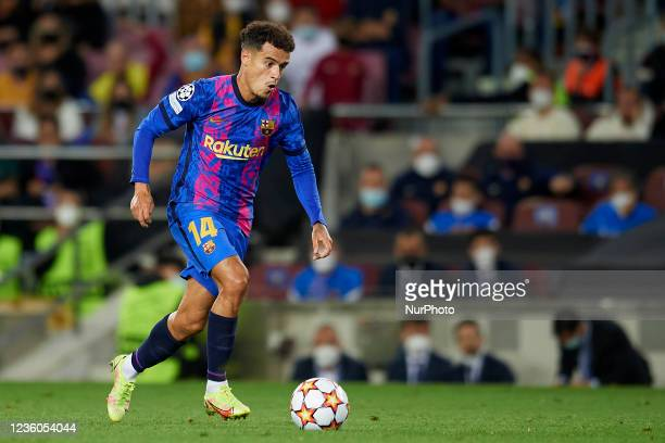 Philippe Coutinho of Barcelona runs with the ball during the UEFA Champions League group E match between FC Barcelona and Dinamo Kiev at Camp Nou on...