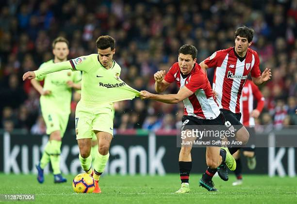 Philippe Coutinho of FC Barcelona duels for the ball with Oscar De Marcos of Athletic Club during the La Liga match between Athletic Club and FC...