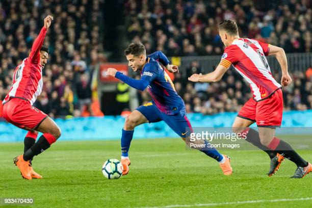 Philippe Coutinho of FC Barcelona fights for the ball with Farid Boulaya of Girona FC and Alex Granell Nogue of Girona FC during the La Liga 201718...