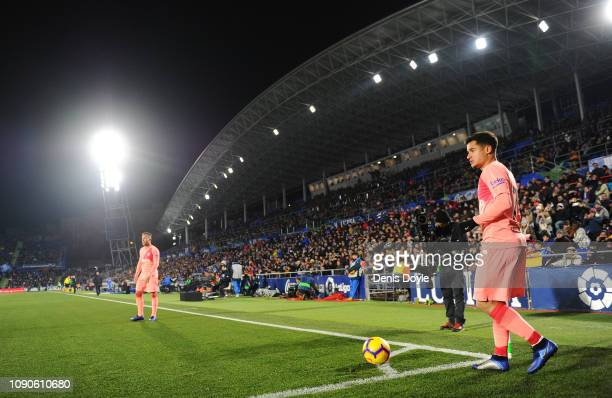 Philippe Coutinho of FC Barcelona gets ready to take a corner kick during the La Liga match between Getafe CF and FC Barcelona at Coliseum Alfonso...