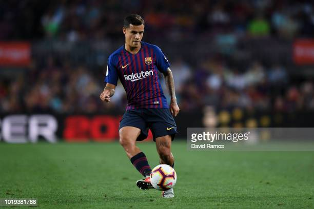 Philippe Coutinho of FC Barcelona runs with the ball during the La Liga match between FC Barcelona and Deportivo Alaves at Camp Nou on August 18,...