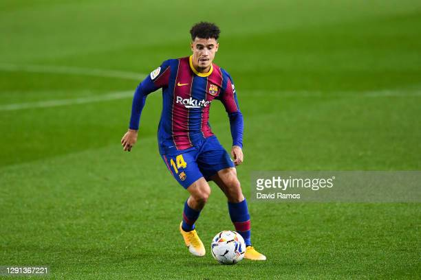 Philippe Coutinho of FC Barcelona runs with the ball during the La Liga Santander match between FC Barcelona and Levante UD at Camp Nou on December...