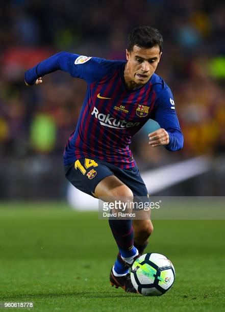 Philippe Coutinho of FC Barcelona runs with the ball during the La Liga match between Barcelona and Real Sociedad at Camp Nou on May 20 2018 in...