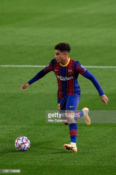 Philippe Coutinho of FC Barcelona runs with the ball during the UEFA Champions League Group G stage match between FC Barcelona and Ferencvaros...
