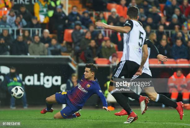 Philippe Coutinho of FC Barcelona scores his first goal during the spanish Copa del Rey semifinal second leg match between Valencia CF and FC...