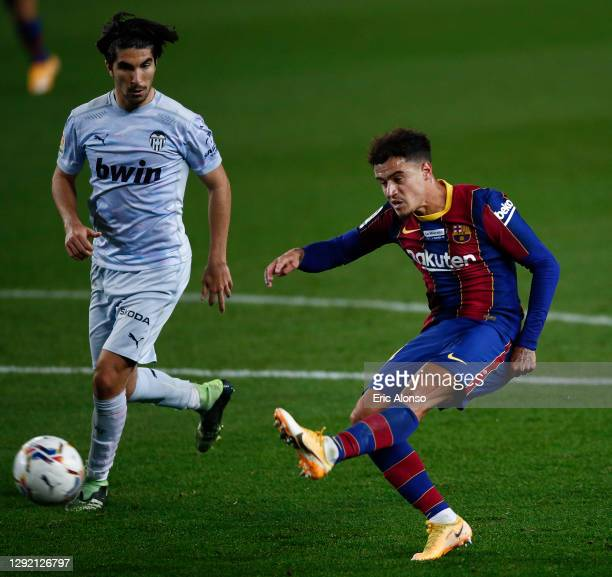 Philippe Coutinho of FC Barcelona shoots the ball during the La Liga Santander match between FC Barcelona and Valencia CF at Camp Nou on December 19,...