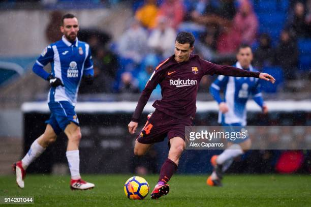 Philippe Coutinho of FC Barcelona shoots the ball during the La Liga match between Espanyol and Barcelona at RCDE Stadium on February 4 2018 in...