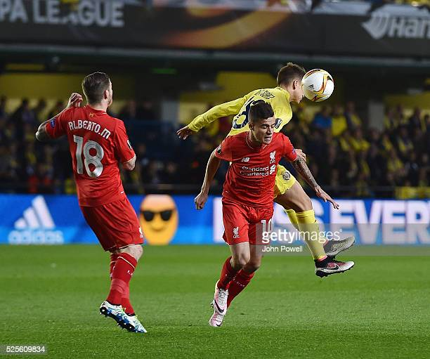 Philippe Coutinho of Liverpool competes with Denis Suarez of Villarreal during the UEFA Europa League Semi Final First Leg match between Villarreal...