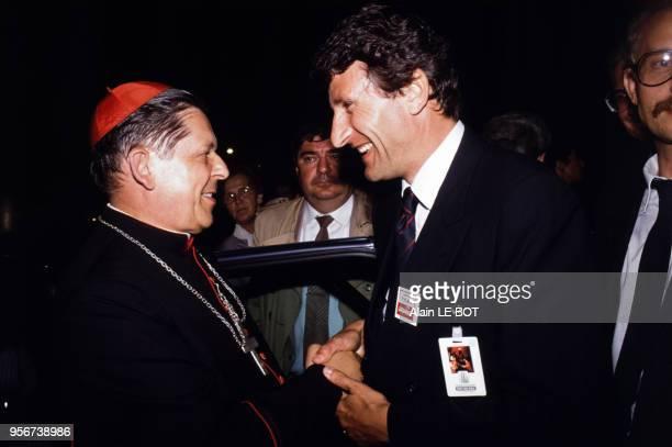 Philippe de Villiers accueille Monseigneur Jozef Glemp, cardinal polonais archevêque de Varsovie, au Puy du Fou en Vendée le 9 juillet 1989, France.