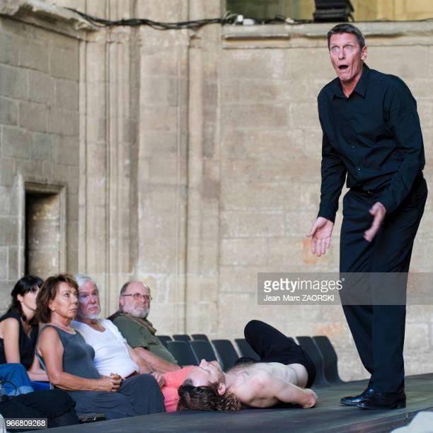 Philippe Girard et Frédéric Le Sacripan dans 'Prométhée enchaîné Eschyle pièces de guerre' une adaptation pour le théâtre mise en scène par Olivier...