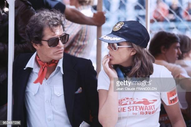 Philippe Junot et Caroline de Monaco, le couple assiste à la course automobile du grand Prix de Monaco, le 21 mai 1977 à Monaco.