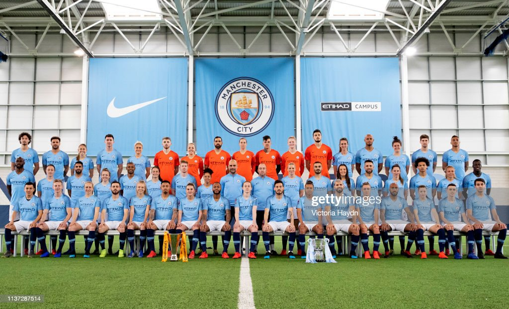 Manchester City's Mens and Womens Teams Celebrate Their League Cup Victories : News Photo
