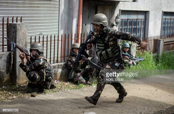 Philippine Army Scout Rangers take positions during a mission to flush out Islamist militant snipers in Marawi on the southern island of Mindanao on...