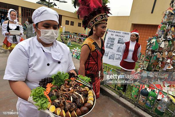 Philippine inmates wear a traditional attire and carry a traditional dish at the Santa Monica female detention center in Lima during a Christmas...