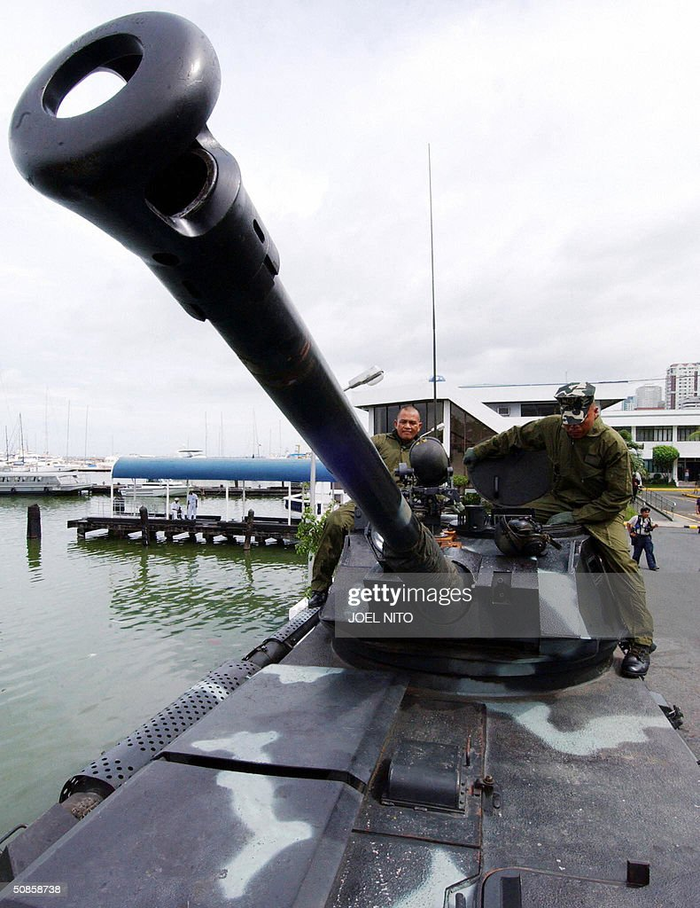 Philippine Marines inspect their V-300 Amphibious support vehicle with a 90mm canon at the Philippine Navy headquarters in Manila 20 May 2004. The Philippine Navy is celebrating its 16th anniversary. AFP PHOTO Joel NITO