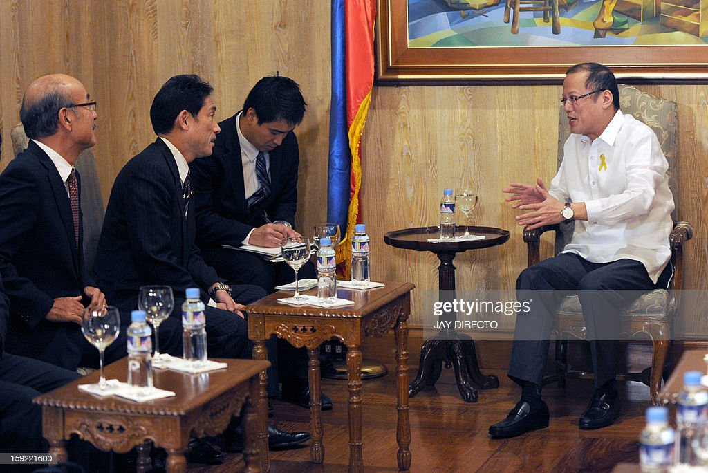 Philippine President Benigno Aquino (R) talks to Japanese Foreign Minister Fumio Kishida (2nd L) during his courtesy call in Malacanang Palace in Manila on January 10, 2013. Japanese Foreign Minister Fumio Kishida called on January 10 for stronger ties with the Philippines to help ensure regional peace, amid tense territorial disputes by both countries with a rising China. AFP PHOTO / Jay DIRECTO