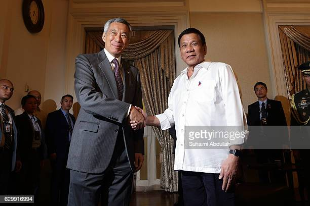 Philippine President Rodrigo Duterte meets with Singapore Prime Minister Lee Hsien Loong at the Istana on December 15 2016 in Singapore Duterte is on...