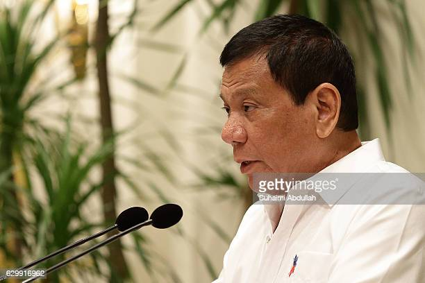 Philippine President Rodrigo Duterte speaks during a state dinner hosted by President Tony Tan Keng Yam at the Istana on December 15 2016 in...