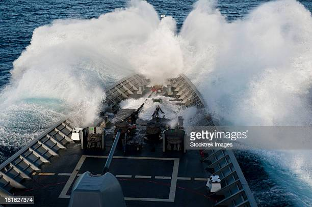 philippine sea, september 24, 2012 - the bow of the ticonderoga-class guided-missile cruiser uss cowpens plows through a wave while underway in rough seas.  - kriegsschiff stock-fotos und bilder