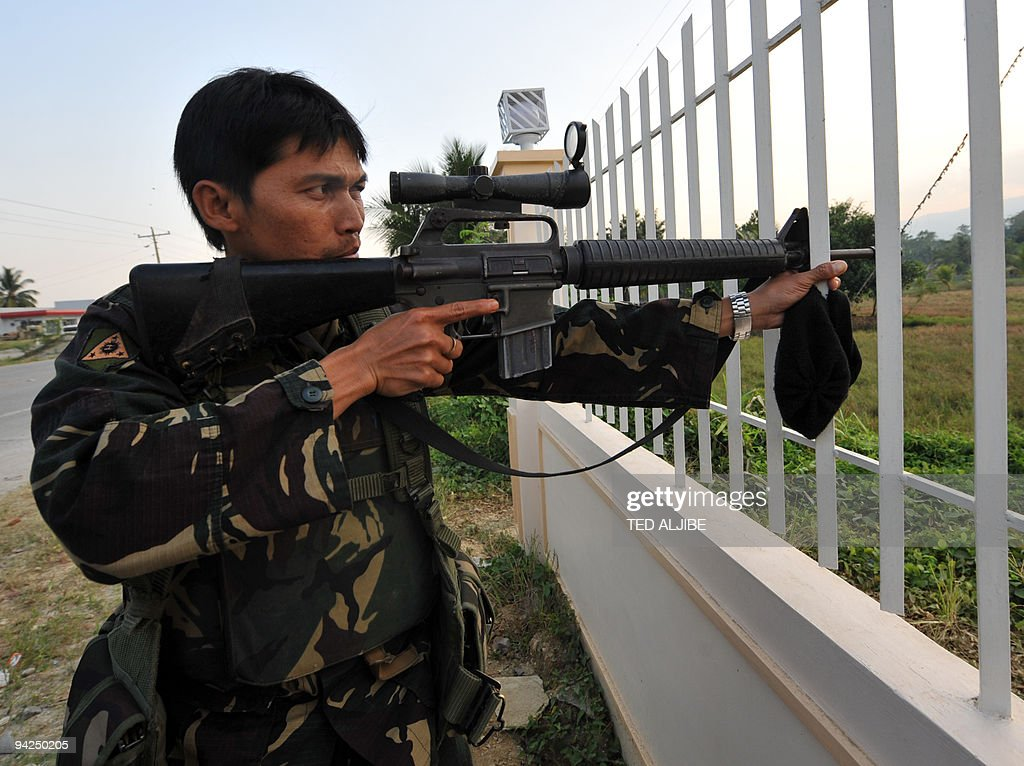 A Philippine soldier aims his sniper rif : News Photo