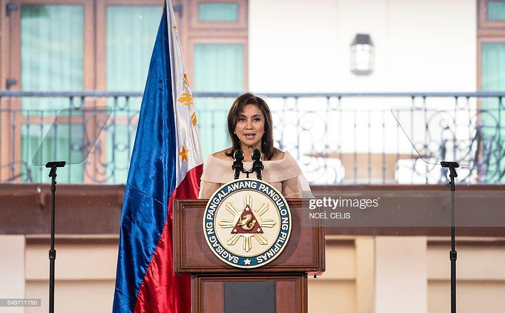 PHILIPPINES-POLITICS-ROBREDO : News Photo
