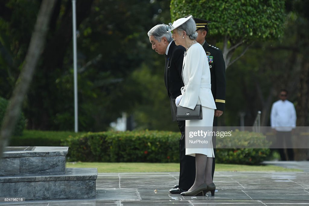 Japanese Emperor Akihito and Empress Michiko pay respects to war : News Photo