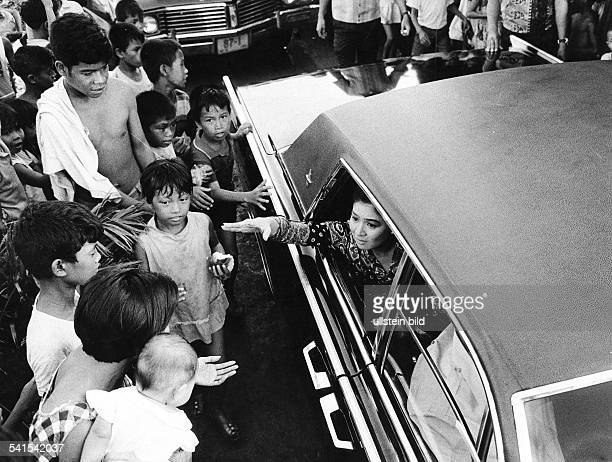 Philippines, Manila: Imelda Marcos, wife of philippine president, sitting in a car surrounded by a crowd in Manila - 1971