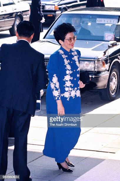 Philippines President Corazon Aquino is seen on arrival at the Imperial Palace to attend the 'SokuinoRei' Emperor's Enthronement Ceremony at the...
