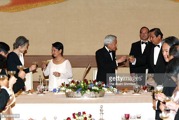 Philippines President Gloria Arroyo Emperor Akihito Jose Miguel Arroyo and Empress Michiko toast glasses during the state dinner at the Imperial...