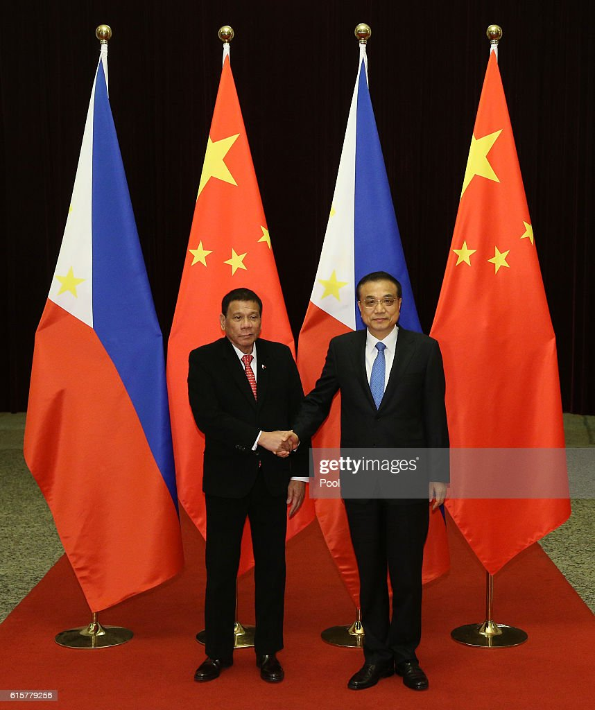 Philippines President Rodrigo Duterte (L) shakes hands with Chinese Premier Li Keqiang (R) ahead of their meeting at the Great Hall of the People on October 20, 2016 in Beijing, China. Philippine President Rodrigo Duterte is on a four-day state visit to China, his first since taking power in late June, with the aim of improving bilateral relations.