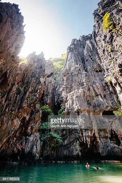 philippines - secret lagoon, el nido, palawan - lagune stockfoto's en -beelden