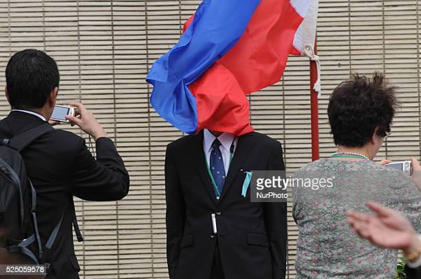 PROVINCE Philippines The face of a Japanese is accidentally covered by the Philippine flag as relatives of the fallen japanese soliders of WW2 have...