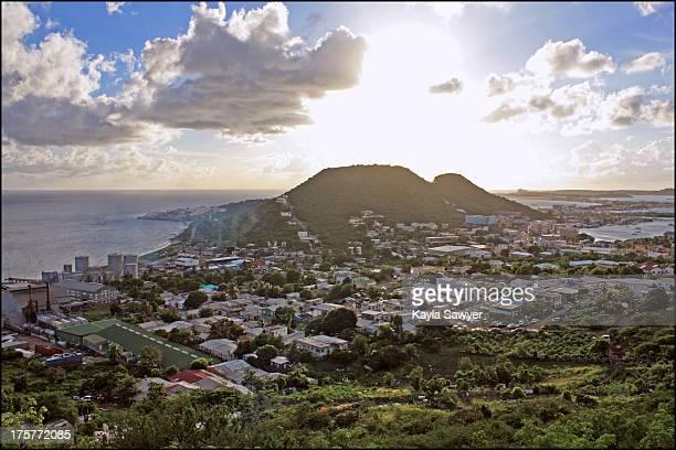philipsburg, saint martin, island landscape - philipsburg sint maarten stockfoto's en -beelden