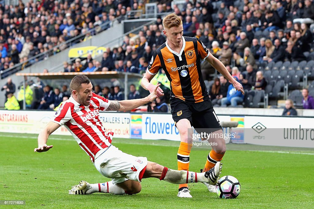 Phillip Bardsley of Stoke City (L) tackles Sam Clucas of Hull City (R) during the Premier League match between Hull City and Stoke City at the KCom Stadium on October 22, 2016 in Hull, England.